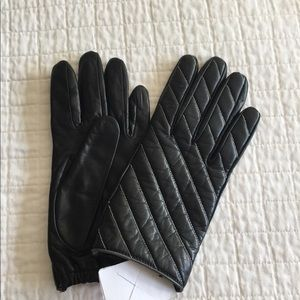 NWT Moschino black leather quilted gloves.